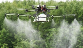 Безпілотник стартує з повними баками пального і хімікатів, а сідає, маючи вагу до 30% легшу, ніж при зльоті. Розробник мусив інтегрувати в програмне забезпечення сенсори, які враховували б постійну зміну маси літального апарату
