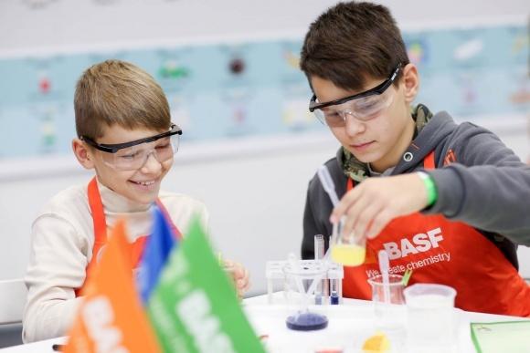 BASF запускає в Україні дитячу хімічну лабораторію BASF Kids' Lab фото, ілюстрація