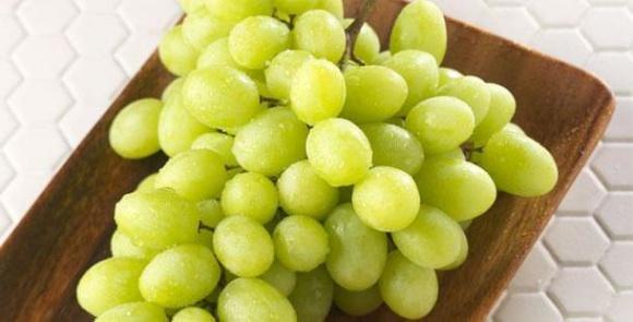 Миколаївський виноградар виростив 7-кілограмове гроно фото, ілюстрація
