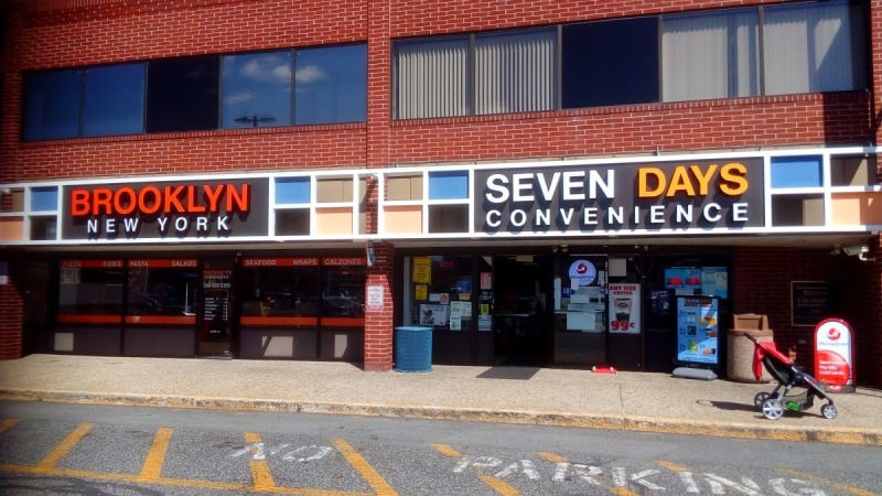 Міні-маркети Seven Days і Brooklyn New York